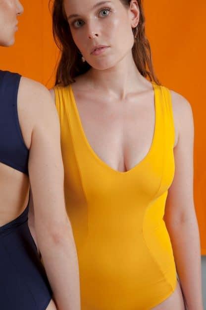 maillot de bain jaune une pièce